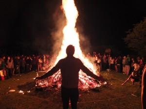 Romain am Feuer